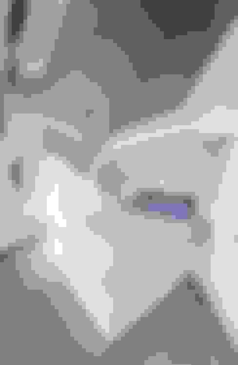 Dormitorios de estilo  de IROJE KIMHYOMAN