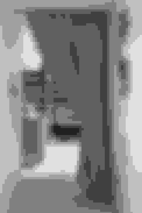 Dressing room by Iggi Interior Design