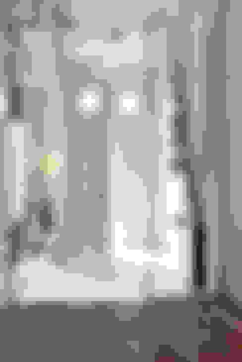 Corridor & hallway by homify
