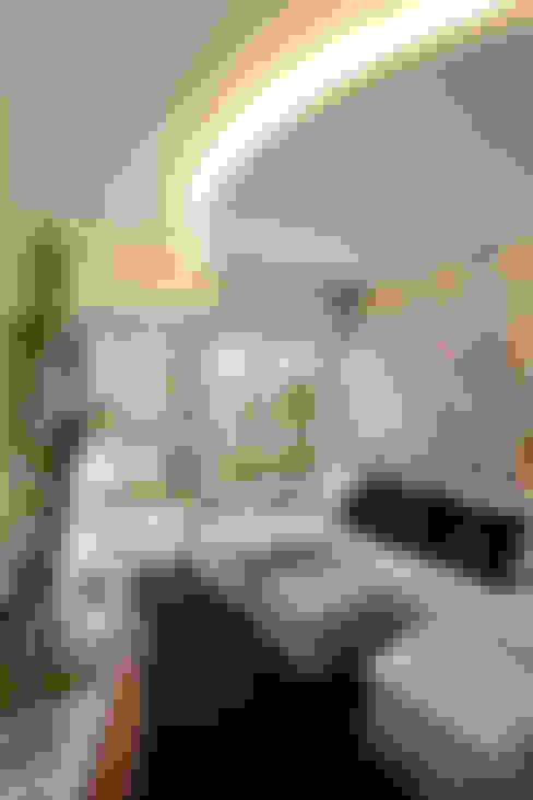 Salle multimédia de style  par Designer de Interiores e Paisagista Iara Kílaris