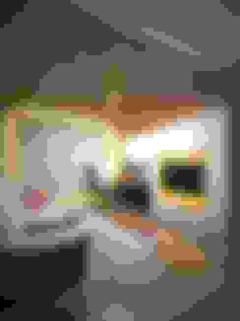 Капризы: Гостиная в . Автор – Дизайн студия Александра Скирды ВЕРСАЛЬПРОЕКТ