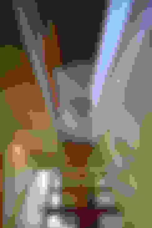 早田雄次郎建築設計事務所/Yujiro Hayata Architect & Associates의  복도, 현관 & 계단