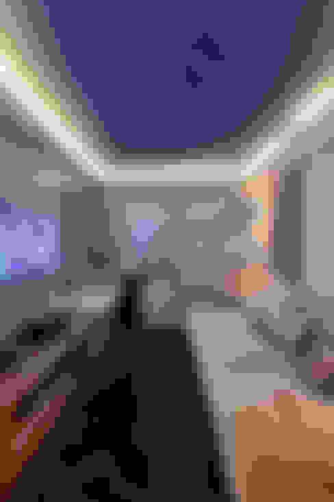 Salas multimedia de estilo  de Arquiteto Aquiles Nícolas Kílaris
