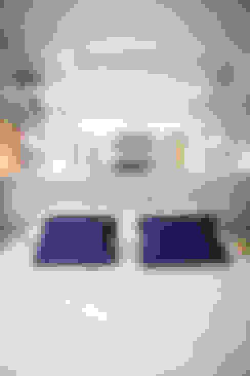 Dormitorios de estilo  por Joana & Manoela Arquitetura