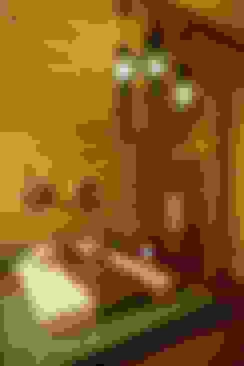 Дом из сруба, Ново-Рижское шоссе: Спальни в . Автор – Amazing Studio Светланы Панариной