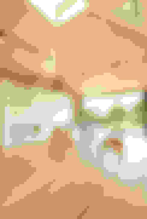 ห้องนั่งเล่น by 株式会社ミユキデザイン(miyukidesign.inc)