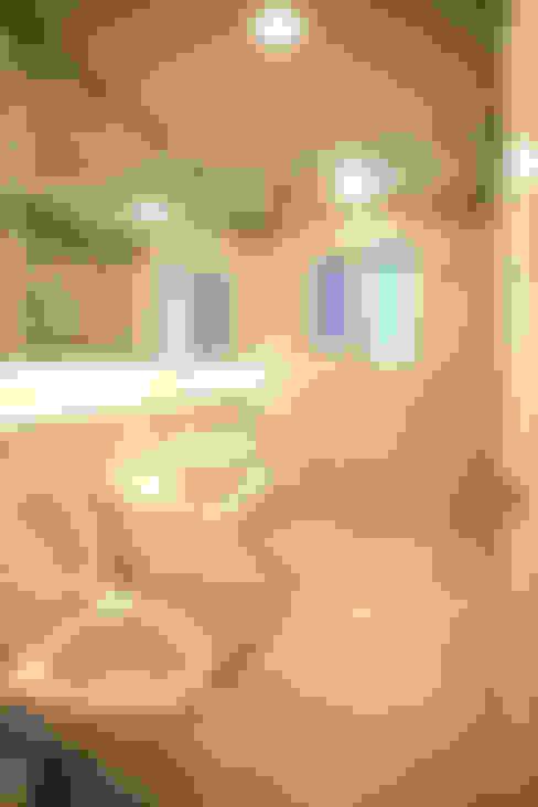 GALLERY HOUSE   미술가의 집: HBA-rchitects의  욕실