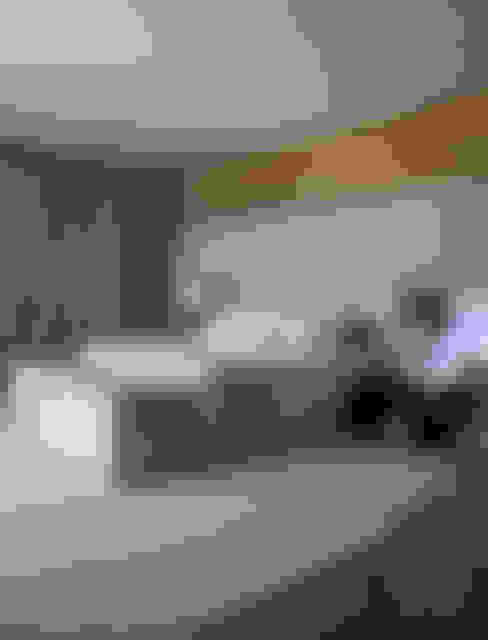 Residência Quinta da Baronesa: Quartos  por Débora Aguiar