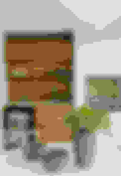 Panamby Apartment: Terraços  por DIEGO REVOLLO ARQUITETURA S/S LTDA.