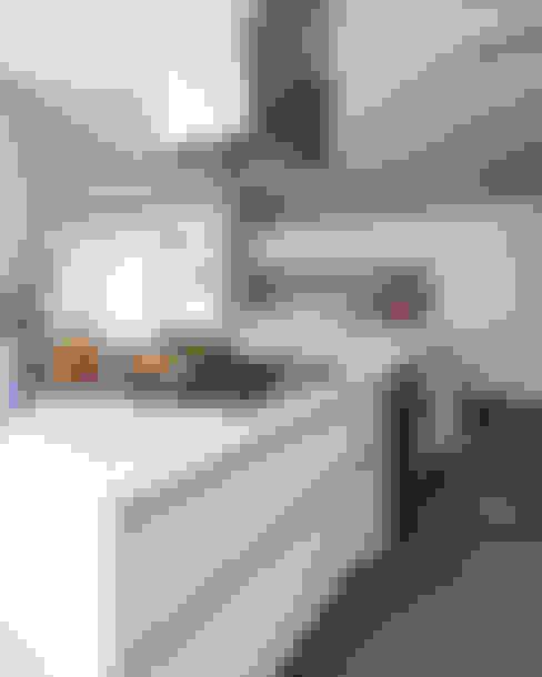 Casa em Itu: Cozinhas  por Consuelo Jorge Arquitetos