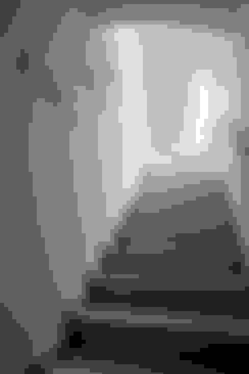 Corridor, hallway by PDV studio di progettazione