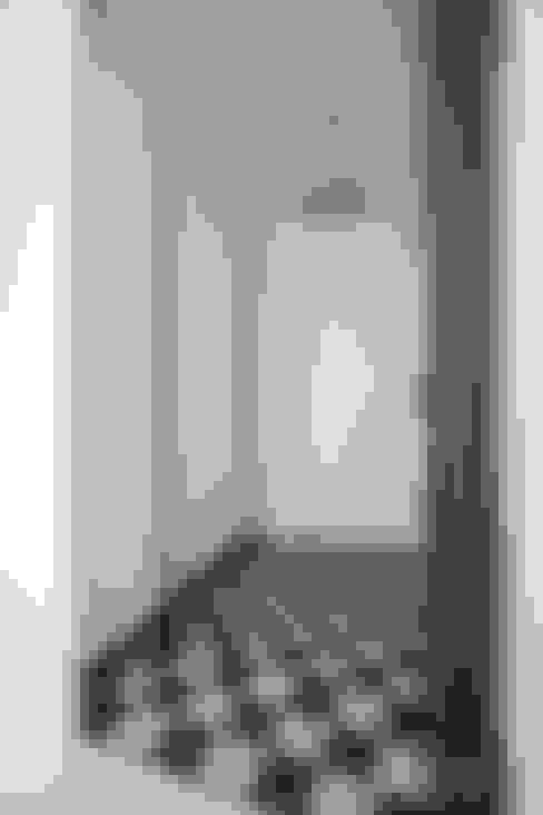 여자라면 누구나 탐낼만한 주방인테리어: 홍예디자인의  복도 & 현관