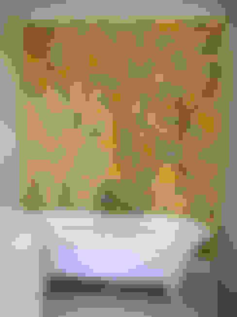 Bagno in stile  di Reptile tiles & ceramics