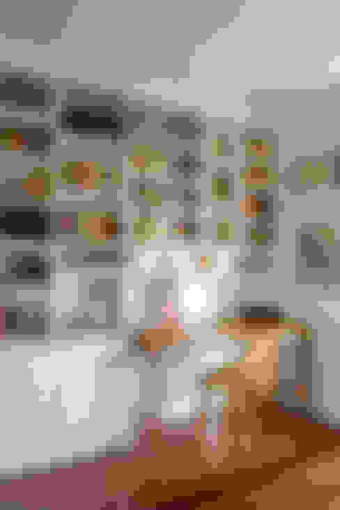apartamento LAC: Escritórios  por Raquel Junqueira Arquitetura