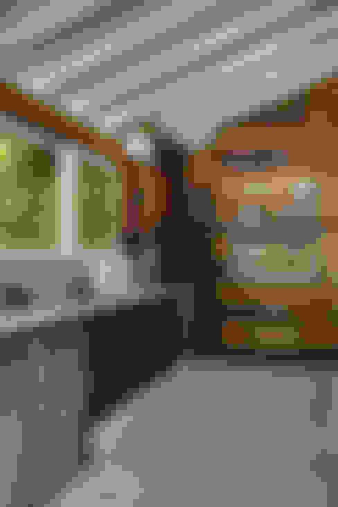 Projekty,  Kuchnia zaprojektowane przez Raquel Junqueira Arquitetura
