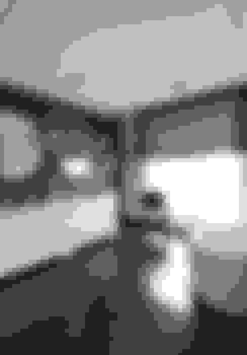 Bathroom by BBHome Design