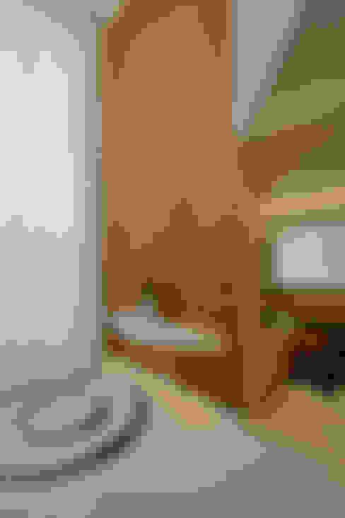 Pasillos y recibidores de estilo  por Designer de Interiores e Paisagista Iara Kílaris
