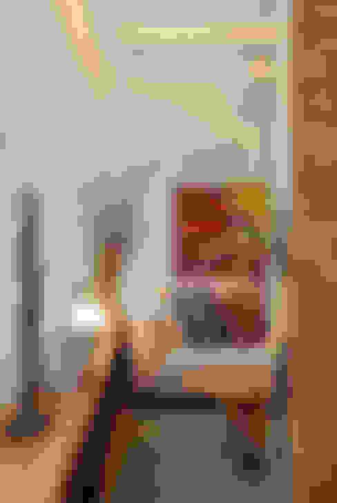 MS apartment: Salas de estar  por Studio ro+ca