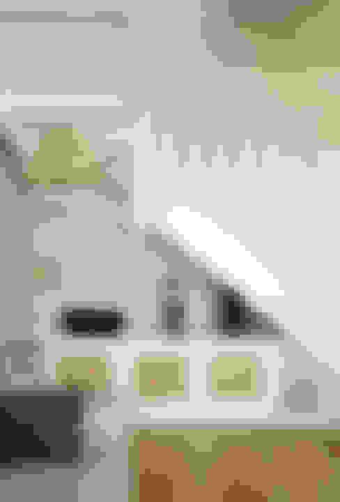 Un Duplex revisité -Neuilly: Salon de style  par ATELIER FB