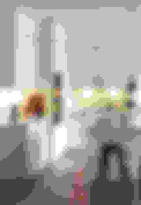 Riva wit satijnlak:  Keuken door Eiland de Wild Keukens