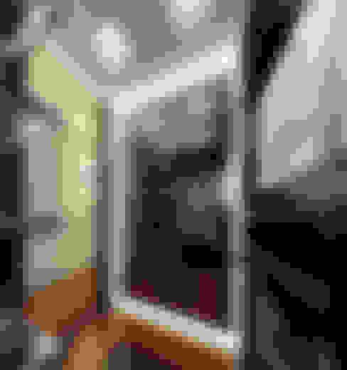 Холостяцкая квартира в ЖК «АНГЛИЙСКИЙ КВАРТАЛ»: Гардеробные в . Автор – KOSHKA INTERIORS