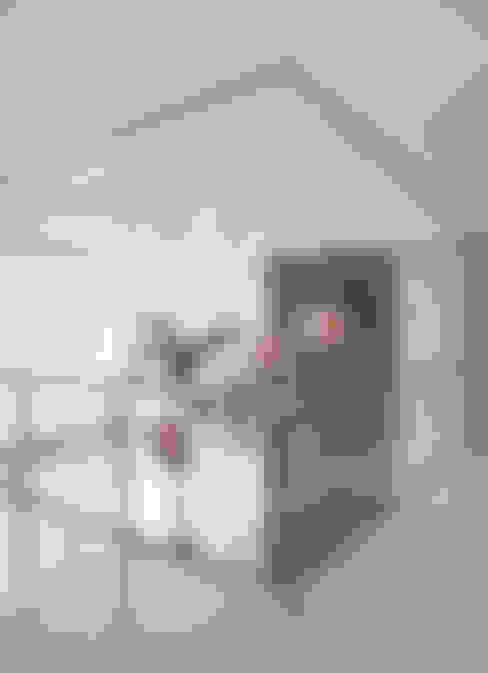 Pasillos y vestíbulos de estilo  de Arquitetura e Interior