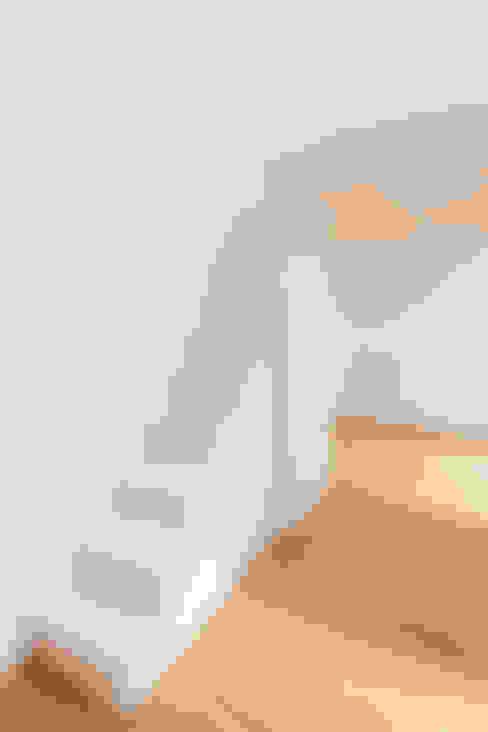 Projekty,  Sypialnia zaprojektowane przez Individual Furniture