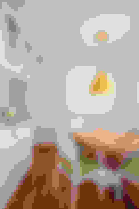 SALA DE ALMOÇO: Cozinha  por JULIANA MUCHON ARQUITETURA E INTERIORES