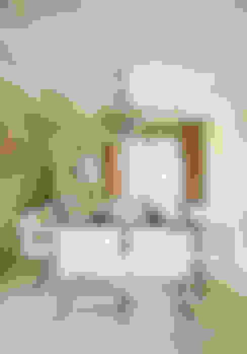 Apartamento na Vila Nova Conceição II: Salas de jantar  por Liliana Zenaro Interiores