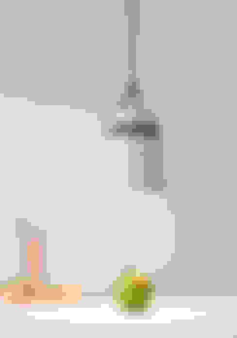 Cable Light:  Woonkamer door Patrick Hartog design