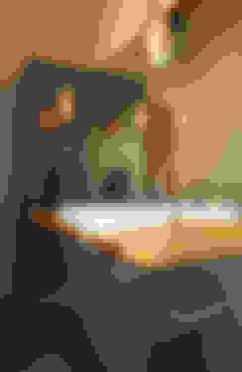 Salle de bains de style  par Uptic Studios