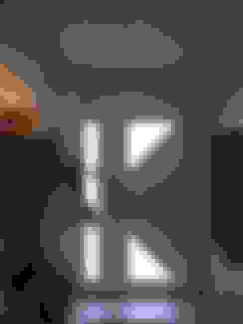 Corridor & hallway by Uniq intérieurs