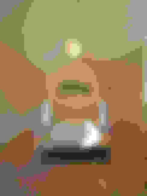 Dormitorios de estilo  de 株式会社プラスディー設計室