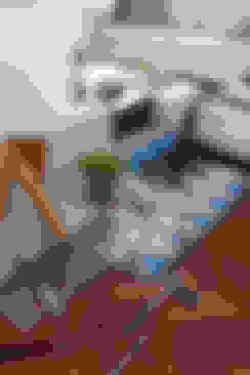 Apartamento Higienópolis/SP: Sala de estar  por Renata Romeiro Interiores