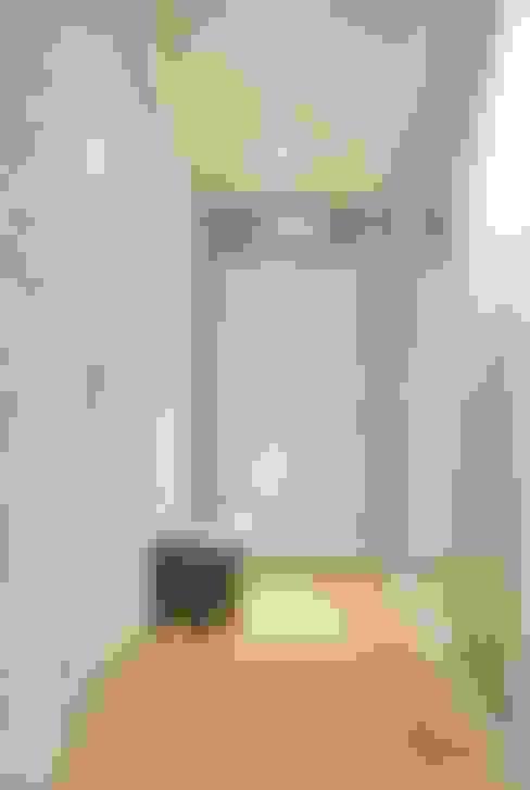 Corridor, hallway by Limonki Studio Wojciech Siudowski