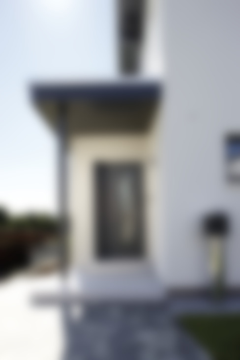 Porte d'ingresso in stile  di FingerHaus GmbH - Bauunternehmen in Frankenberg (Eder)