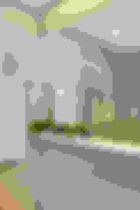 Bathroom by Carolina Mendonça Projetos de Arquitetura e Interiores LTDA