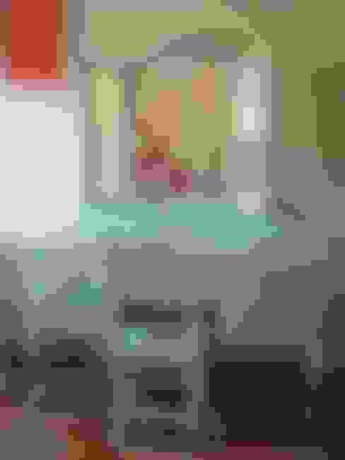 Brocante kaptafel.:  Kinderkamer door Happykidsart