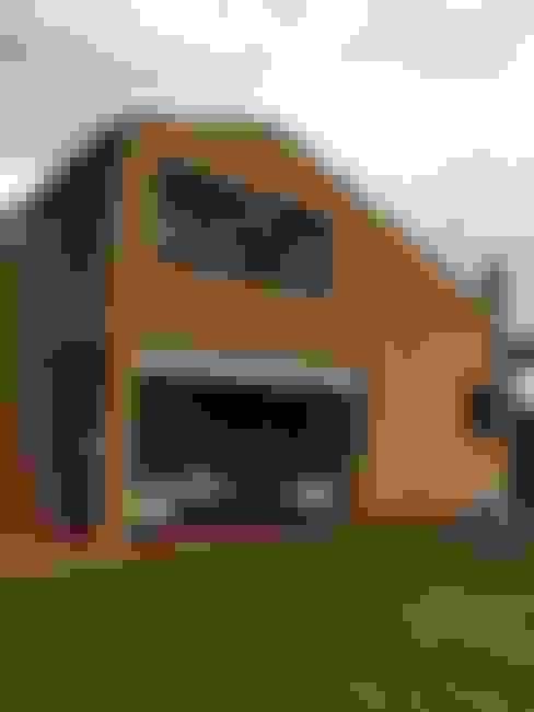 Houses by DE DIEGO ZUAZO ARQUITECTOS