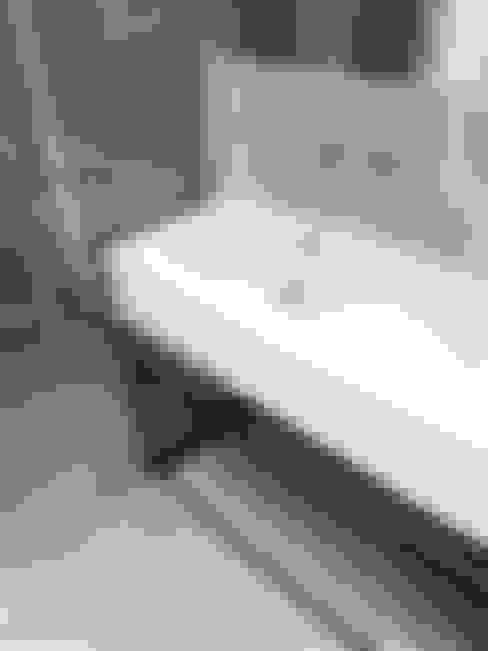 Salle de bains de style  par Projektowanie Wnętrz Suspenzo