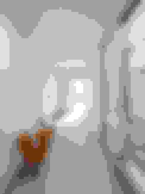 2F Deck house: 開建築設計事務所が手掛けた廊下 & 玄関です。