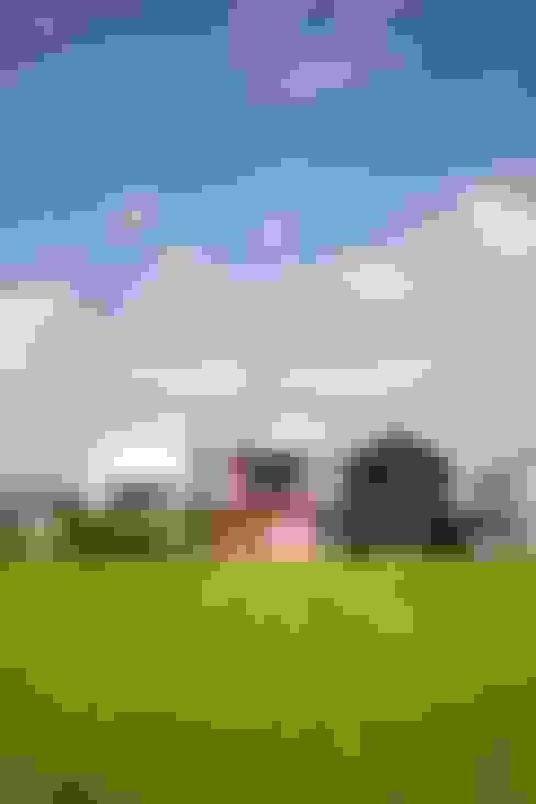 Casas de estilo  por 平野建築設計室
