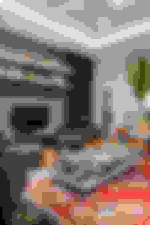 Casa AP+VP: Salas de estar  por ANDRÉ PACHECO ARQUITETURA