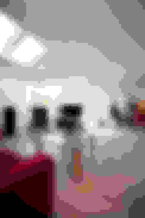 Aanzicht vanaf uitbouw (woonkamer):   door NarrativA architecten