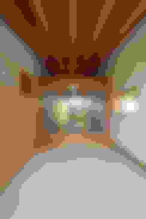 Ventanas de estilo  por 宇佐美建築設計室