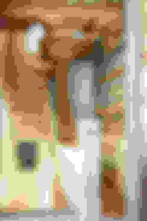 Corridor, hallway & stairs  by RI-NOVO