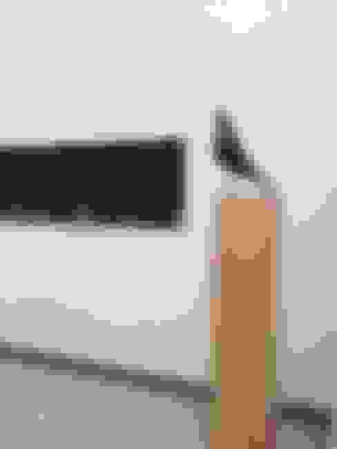 Eikenhouten sokkel als ondersteuning van een kunstwerk.:  Kunst  door Solits