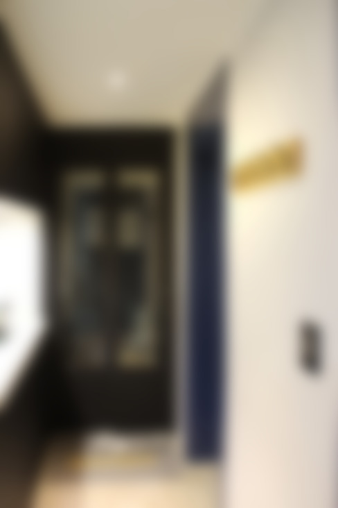 블루 포인트의 아파트 인테리어: dip chroma의  복도 & 현관
