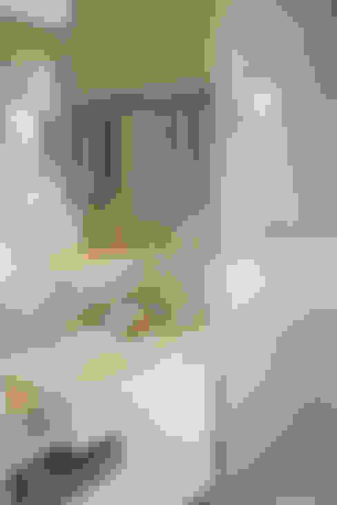 Condominio Laffite: Banheiros  por POCHE ARQUITETURA