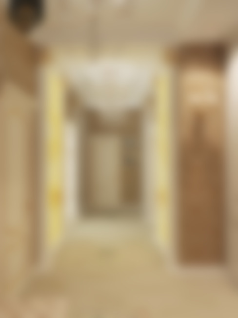 Золотая классика / трехкомнатная квартира в Казани по ул. Муштари: Коридор и прихожая в . Автор – Decor&Design